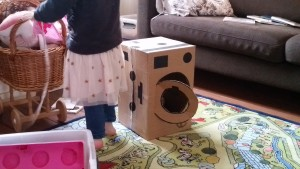 Knutselen wat je allemaal wel niet met een kartonnen doos kan knutselen nanny annelon blog - Doos huis wereld ...