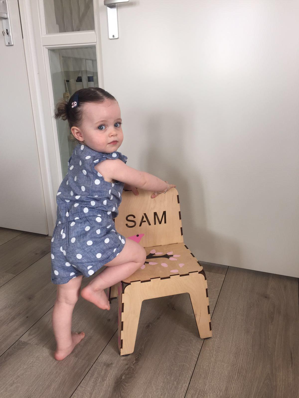 4-16-atelier-vix-stoeltje-diy-knutselen-zelf-stoel-verven-voorbeeld-nanny-moeder-creatief-klik-klak-stoeltje-naam