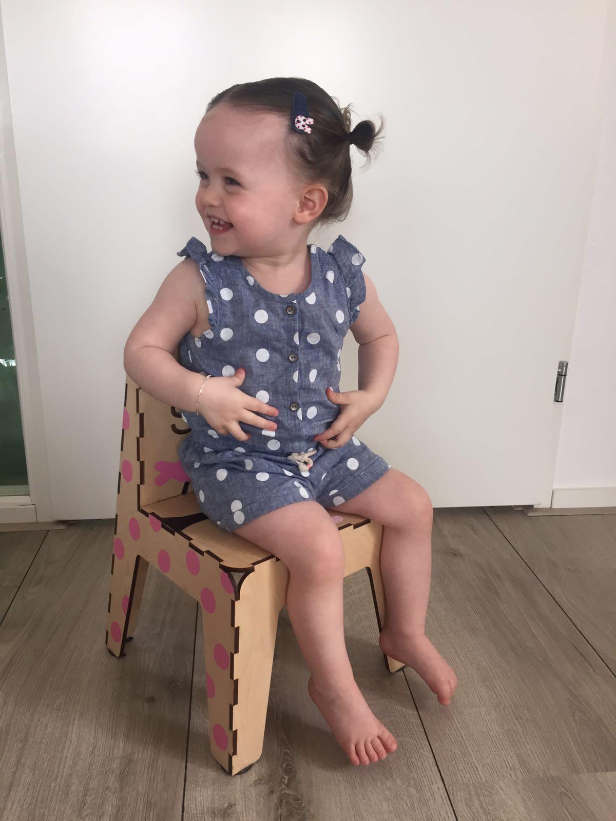 4-16-atelier-vix-stoeltje-diy-knutselen-zelf-stoel-verven-voorbeeld-nanny-moeder-creatief-klik-klak-stoeltje