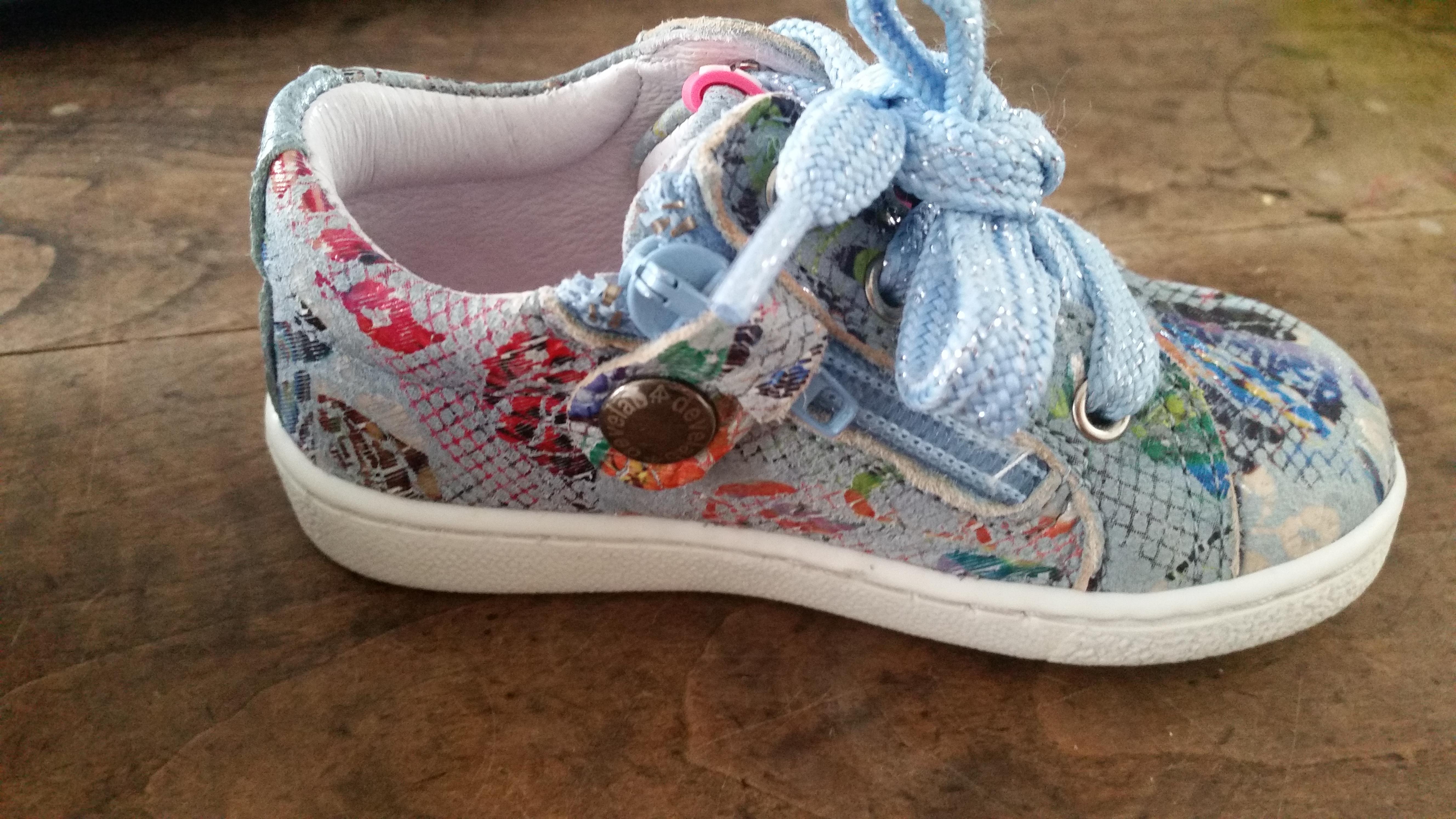 5-16-smalle-voeten-tips-devalab-shoesme-twins-schoenen-kinderen-baby-veters-rits-sluiting-eerste-schoentjes-tip-maat-leeftijd-platte-harde-zolen-wanneer-rits