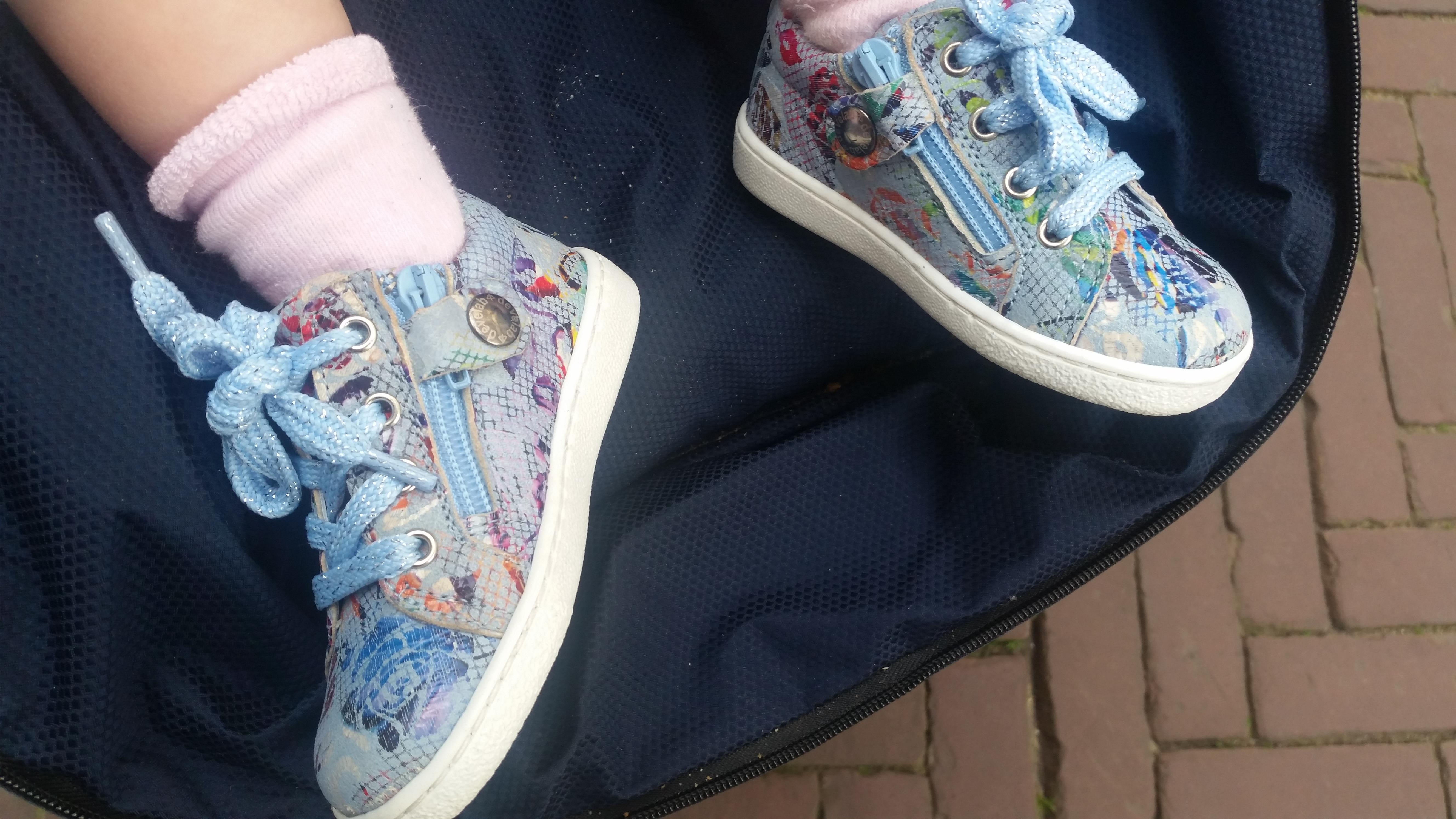 5-16-smalle-voeten-tips-devalab-shoesme-twins-schoenen-kinderen-baby-veters-rits-sluiting-eerste-schoentjes-tip-maat-leeftijd-platte-harde-zolen-wanneeraan