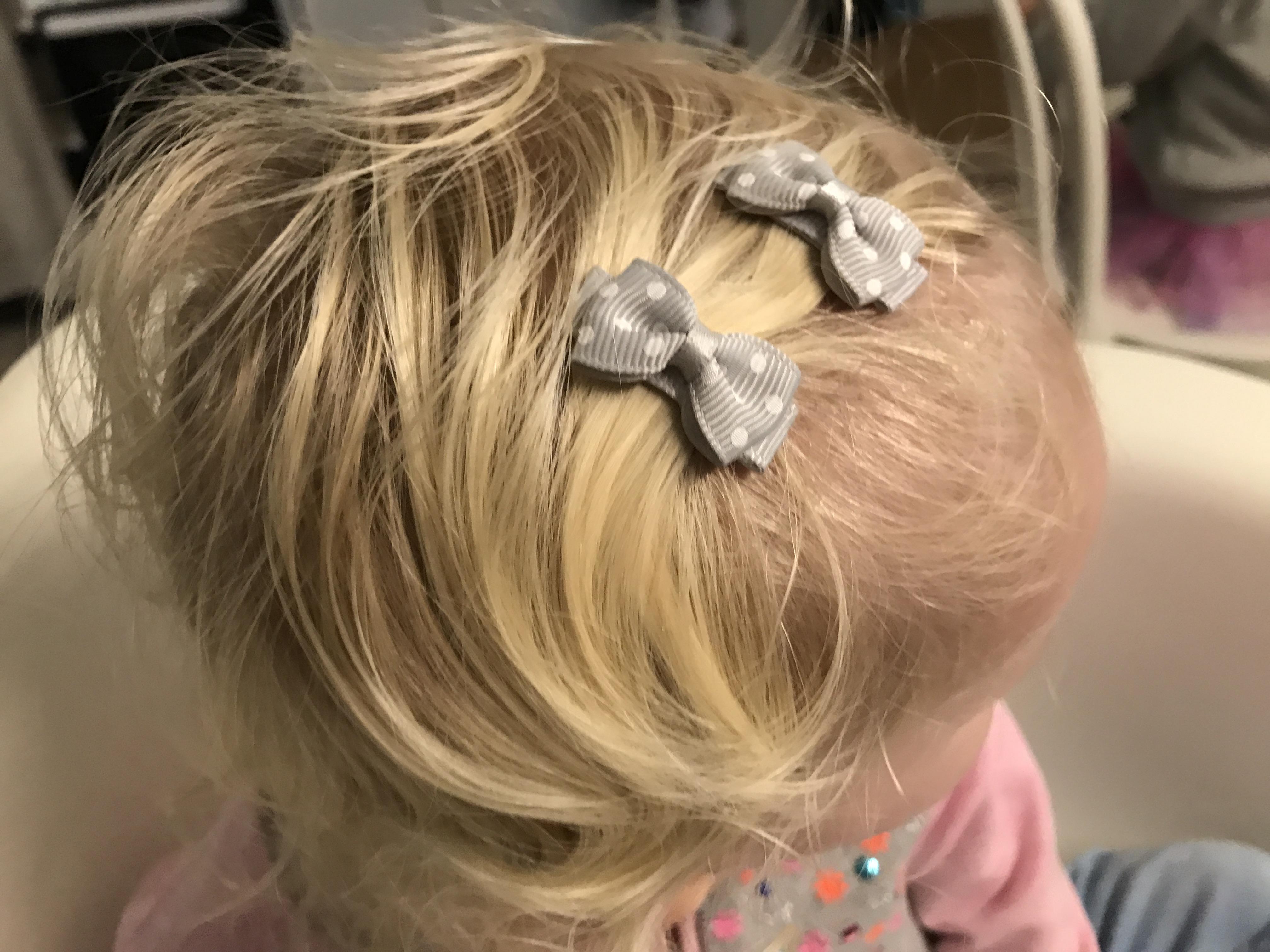 11-16-haarspeldjes-sinterklaas-kerst-cadeau-meisje-leuk-verpakt-verpakking-mooi-strikjes-klipjes-baby-tip-cadeau-verpakt-klein