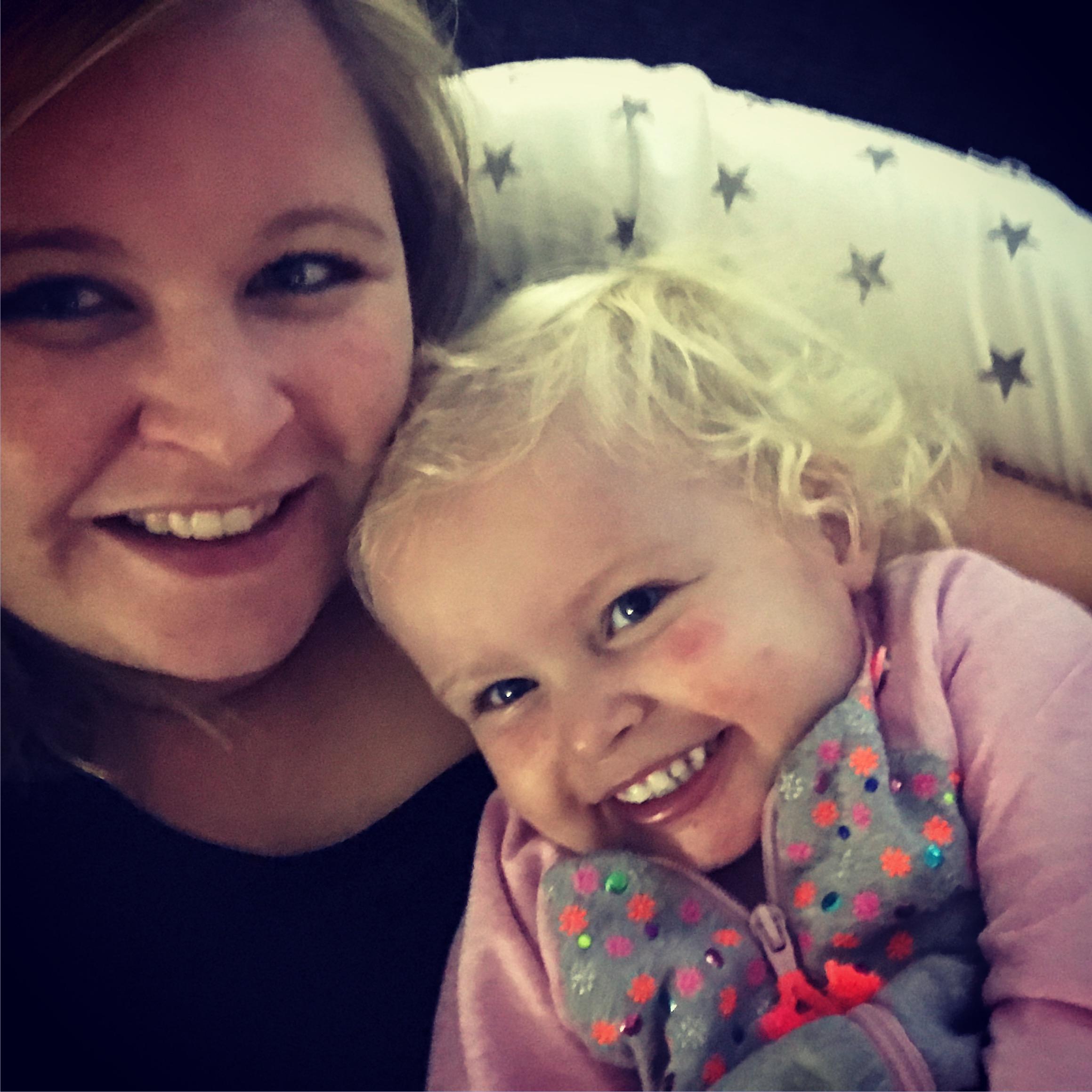 11-16-voedingskussen-hobea-goede-dikke-zwangerschapskussen-zwangerschap-borstvoeding-voeden-knoopje-baby-zitje-nanny-moeder-amsterdam-diemen-samen-moeder-dochter