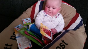 4-15-Shoplog-babyplein-postzak-post-voedingskussen-baby-review-doos-inhoud