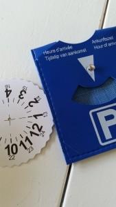 6-15-vaderdag-baby-peuter-knutselen-knutselwerkje-parkeerschijf-papa-nanny-amsterdam-gastouder-oppas-knippen