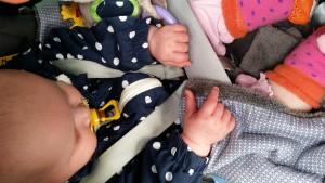 6-25-amsterdam-nanny-moeder-nola-slapen-baby-maxicosi