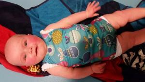 6-25-amsterdam-nanny-moeder-nola-slapen-baby-maxicosi-waterbabies-babyzwemmen-happy-nappy-moe-rode-wangen