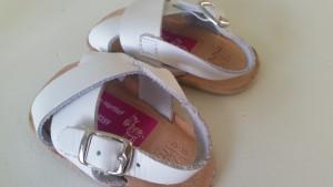 8-15-goed-gemerkt-kwijt-raken-schoenen-oplossing-merken-naam-kinderopvang-baby-strijken-naamstickers-telefoonnummer-nanny-moeder-gastouder