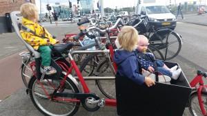 8-15-speeltuin-amsterdam-wittenburgerstraat-baby-kinderen-peuters-kleuters-bakfiets-nanny-moeder