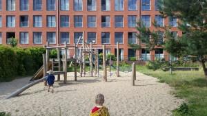 8-15-speeltuin-amsterdam-wittenburgerstraat-baby-kinderen-peuters-kleuters-bakfiets-nanny-moeder-speeltoestel-kabelbaan