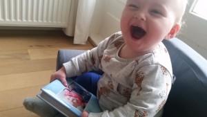 10-15-nanny-peuterstoeltje-karton-boekje-persoonlijk-baby-peuter-kleuter-blij
