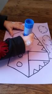 11-15-sinterklaas-knutselen-stoomboot-kleuter-peuter-makkelijk-kort-weinig-tijd-plakken-propjes-papier-marche-nanny-amsterdam-oppas-gastouder-moeder-lijmen