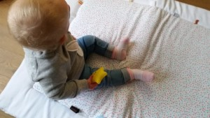 1115-snooze-speelkleed-boxkleed-wit-confetti-snoozebaby-baby-review-nanny-moeder-amsterdam-baby