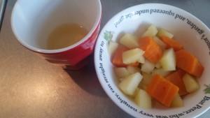 12-15-baby-4-maanden-hapjes-hapje-wortel-appel-koken-maken-recepten-recept-staafmixer-babyvoeding-voeding-eten-nanny-moeder-amsterdam-sap