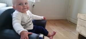10-15-peuterstoeltje-stoeltje-met-naam-peuter-baby-1-jaar-zitten-ontwerpen-customized-kraamkado-nanny-amsterdam-moeder-mama-750x346