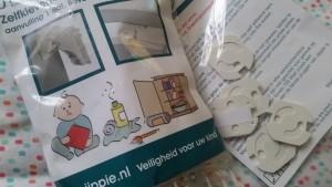 1-16-baby-beveiliging-goede-stopcontact beveiliging-babyplein-pleinshoppen-kinderen-veilig-huis-nanny-moeder-gastouder-annelon