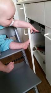 1-16-baby-beveiliging-goede-stopcontact beveiliging-babyplein-pleinshoppen-kinderen-veilig-huis-nanny-moeder-gastouder-annelon-plak-kind