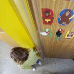 1-16-baby-beveiliging-goede-stopcontact beveiliging-babyplein-pleinshoppen-kinderen-veilig-huis-nanny-moeder-gastouder-annelon-plak-strip