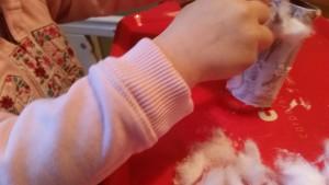 1-16-sneeuwpop-knutselen-watjes-wc-rol-nanny-moeder-mama-blog-knutselwerkje-lijm-peuter-kleuter-winter-plakken