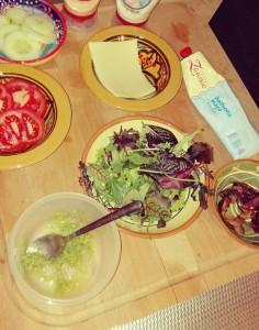 broodje hamburger - lekker snoepen aan tafel - leuk om zelf te doen - gezond en beetje snacken - peuter - jonge kinderen - nanny annelon