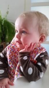 2-16-slab-vetvis-kleur-vrolijk-eten-baby-kinderen-nieuw-merk-meisje-nanny-annelon-boef-gezicht-nadenk