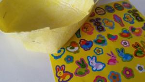 3-16-knutselen-pasen-eierdopje-mandje-schaaltje-vaatdoekje-stickers-benodigdheden-kleuter-peuters-basisschool-makkelijk-weinig-tijd-versieren