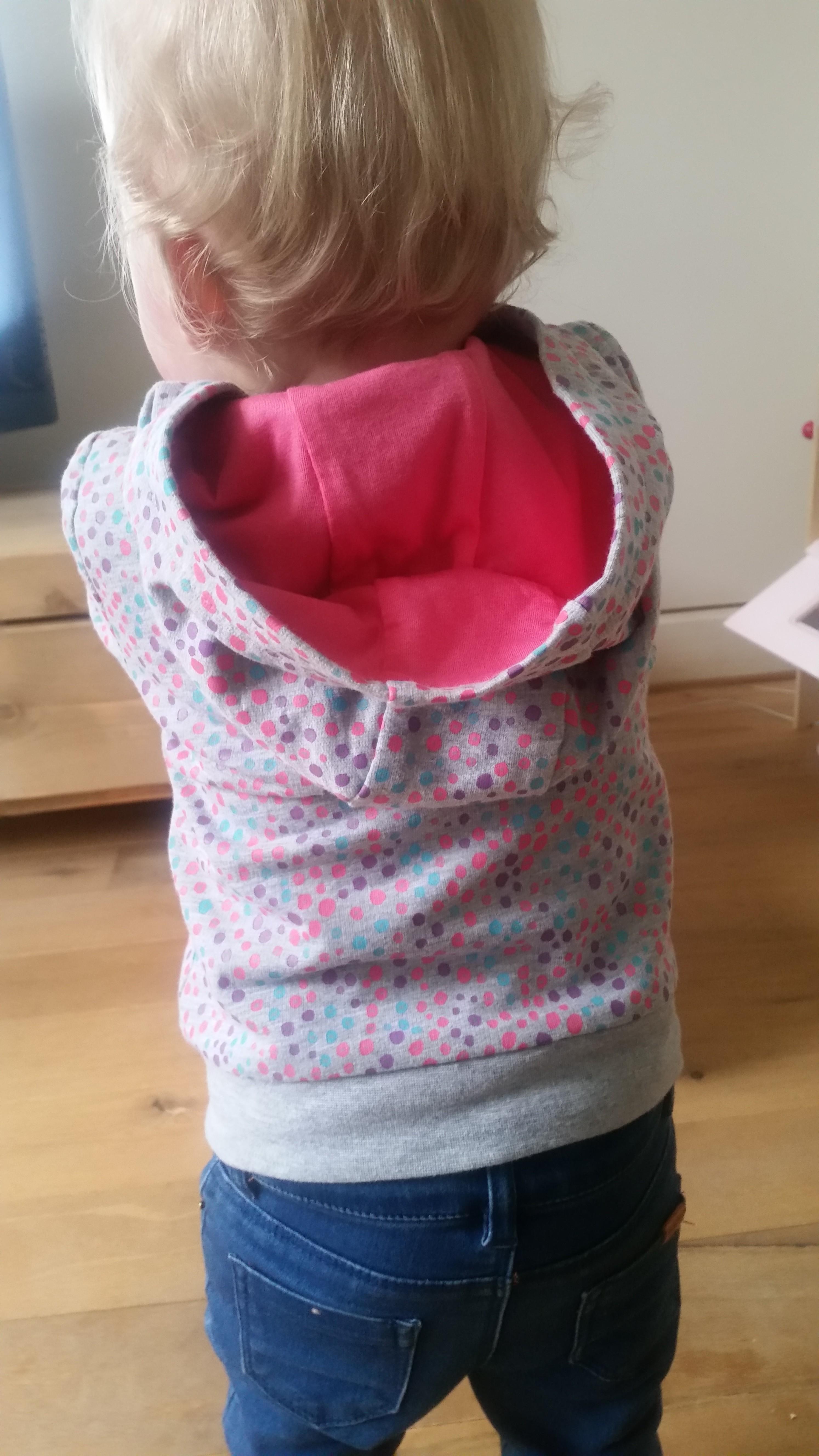 3-16-leuke-zeeman-kleding-kleren-vest-broek-joggingpak-grijs-gekleurde-stippen-vrolijk-baby-peuter-dreumes-nanny-moeder-nanny-annelon-blog-vlog