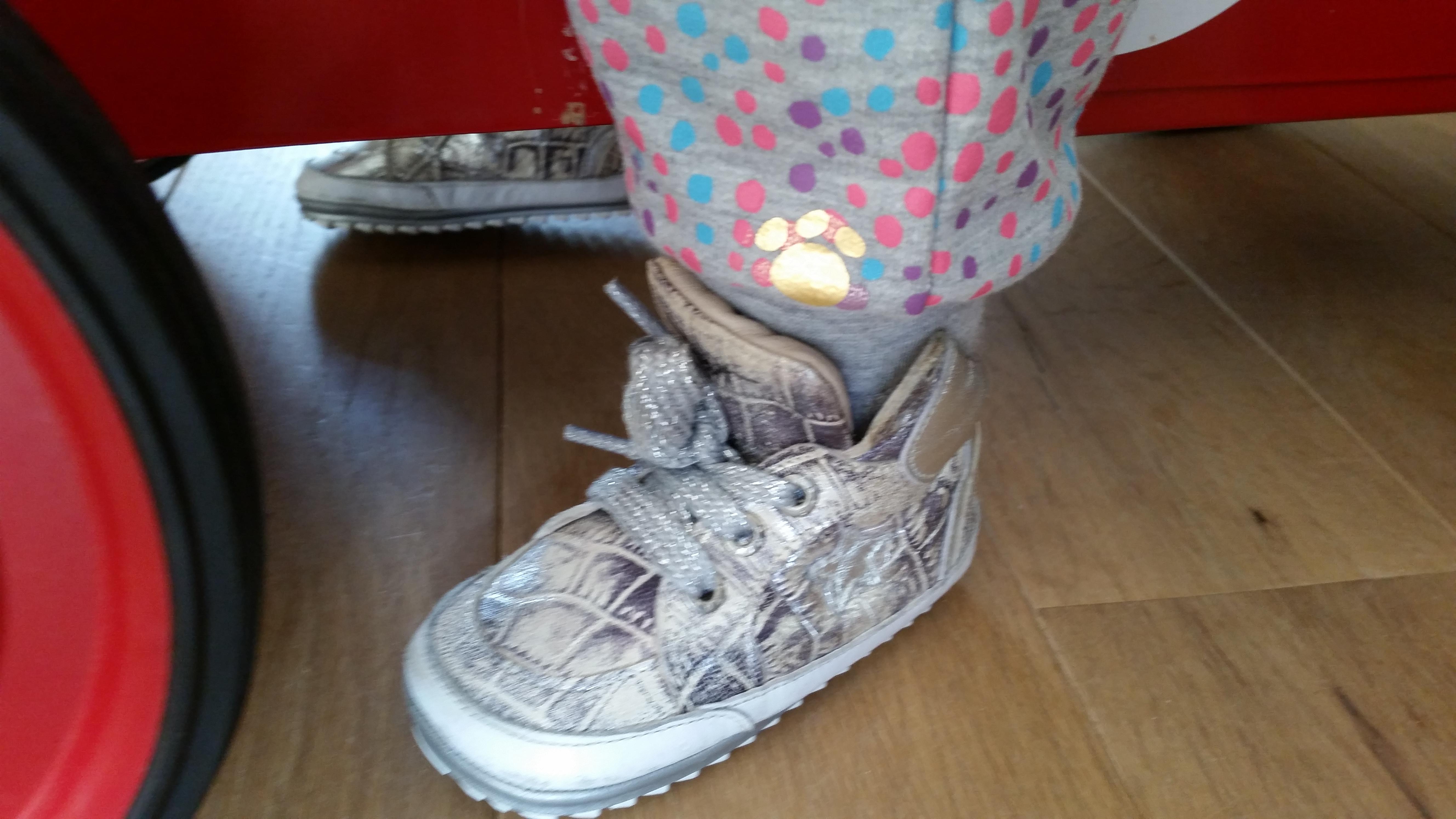 3-16-leuke-zeeman-kleding-kleren-vest-broek-joggingpak-grijs-gekleurde-stippen-vrolijk-baby-peuter-dreumes-nanny-moeder-nanny-annelon-blog-vlog-goud