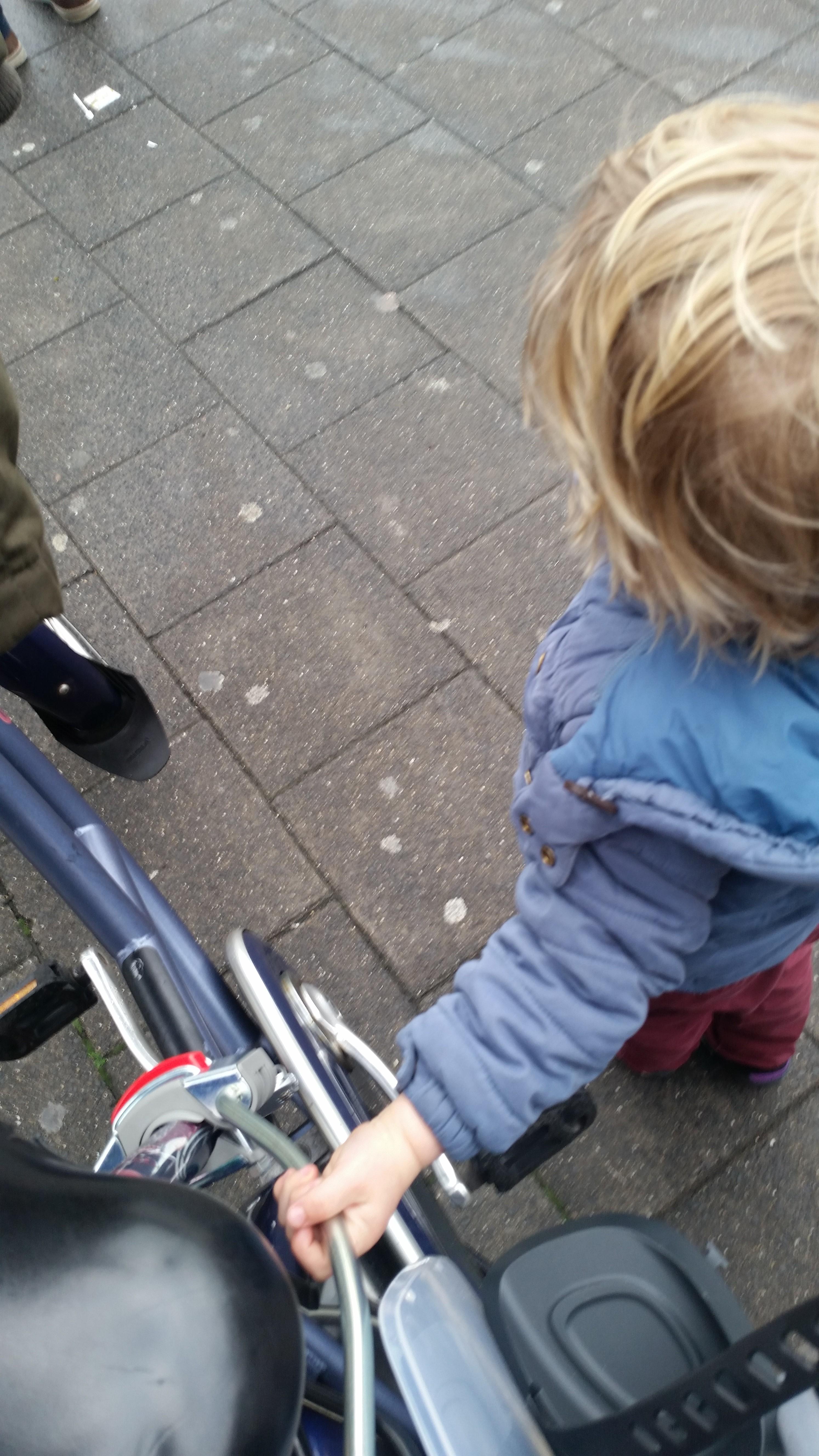 4-16-fiets-kinderwagen-onderweg-veilig-tips-tricks-ervaring-handig-jongens-meisjes-nanny-moeder-opvoeding