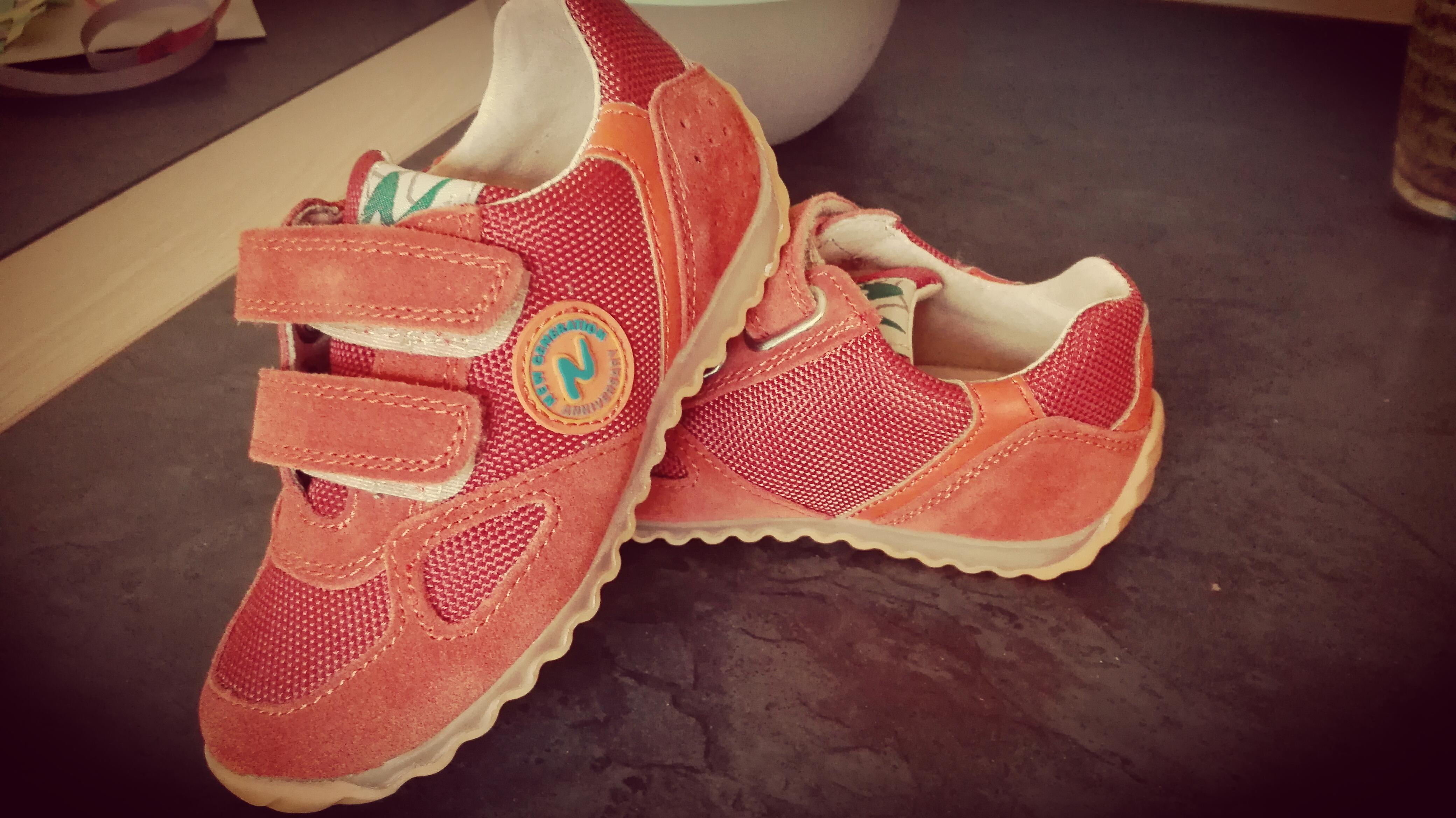 naturino - kinderschoenen - kleurrijk - kleuter - peuter - lekker inlopen - nanny annelon - review - leer- goed voetenbed - stevig - klittenband3