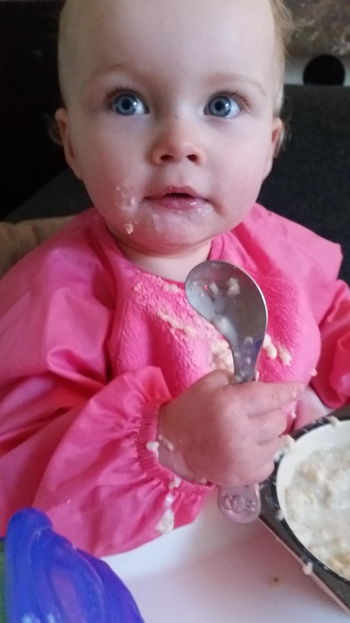 peuter-ontbijt-havermout-havermoutpap-moeder-blog-ontbijt-gezond-1-jaar-baby-eten-silly-billy-slab
