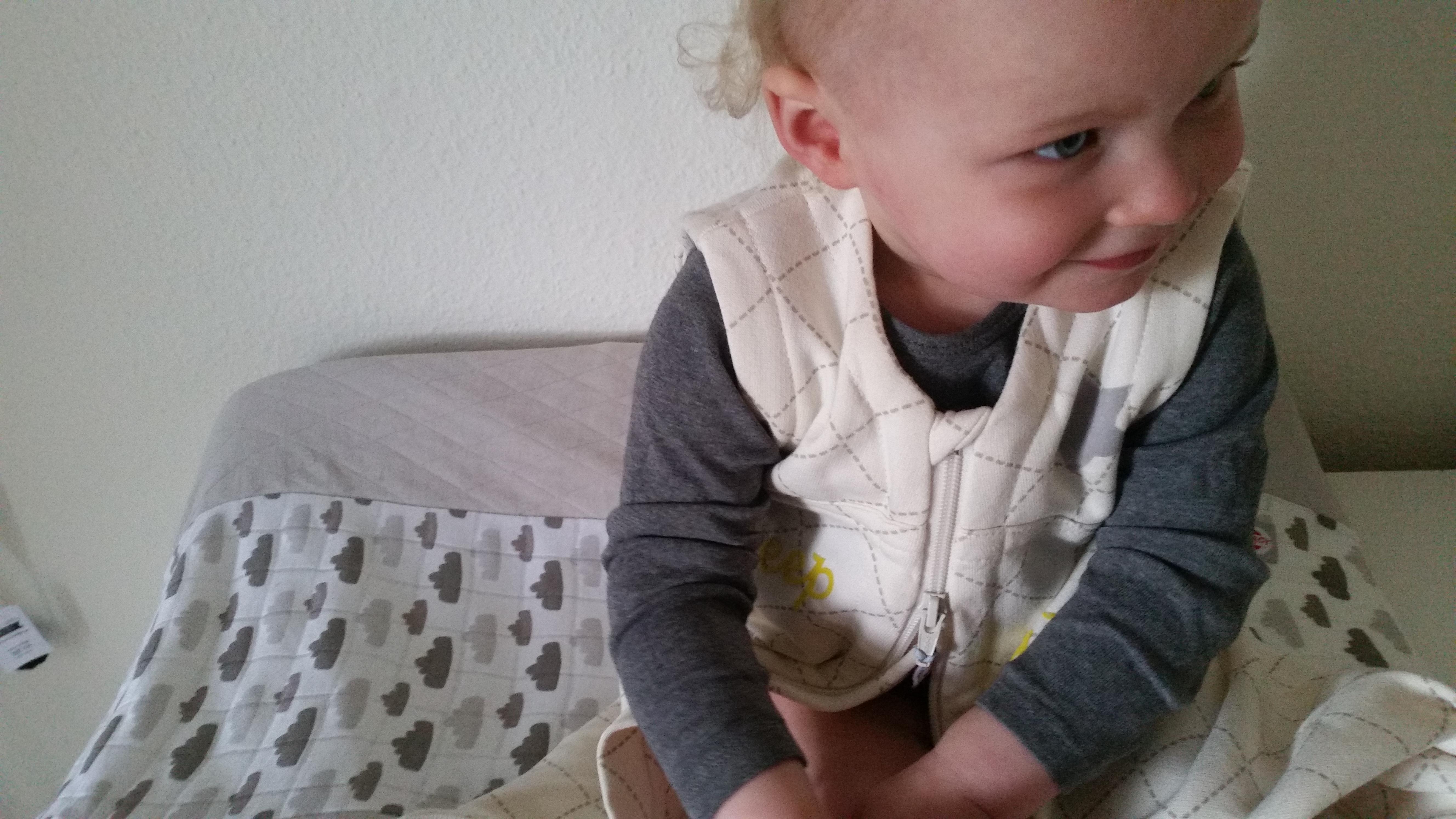 4-15-lodger-dekbed-laken-beddengoed-wolkje-taupe-creme-bruin-kinderkamer-babykamer-thema-wolken-baby-dreumes-ledikant-aerosleep-veilig-verschoonkussen-slaapzak