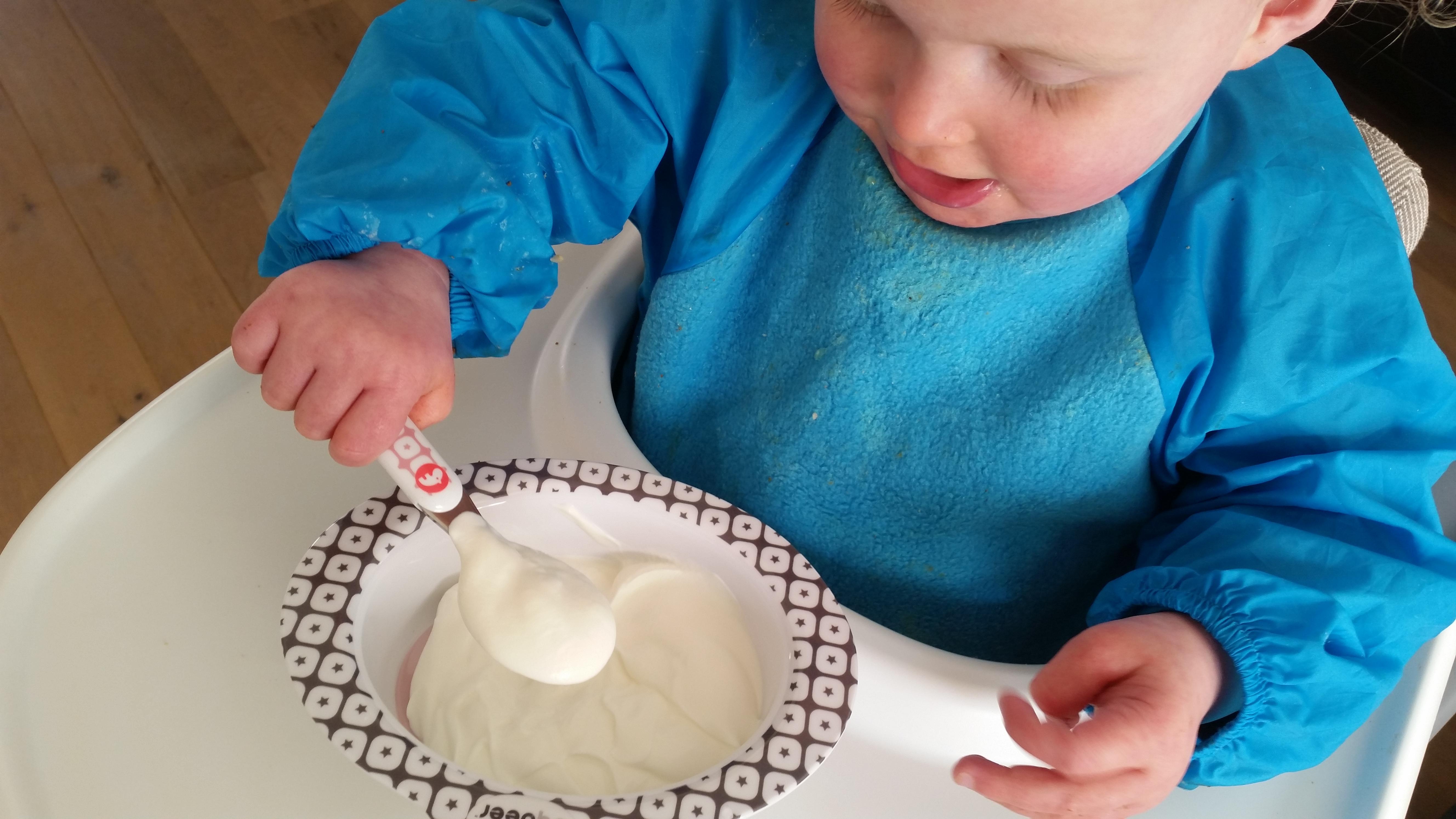 5-15-done-by-deer-servies-nijlpaard-neushoorn-schattig-hard-plastic-eten-drinken-nanny-moeder-amsterdam-kraamcadeau-verjaardag-toetje-yoghurt