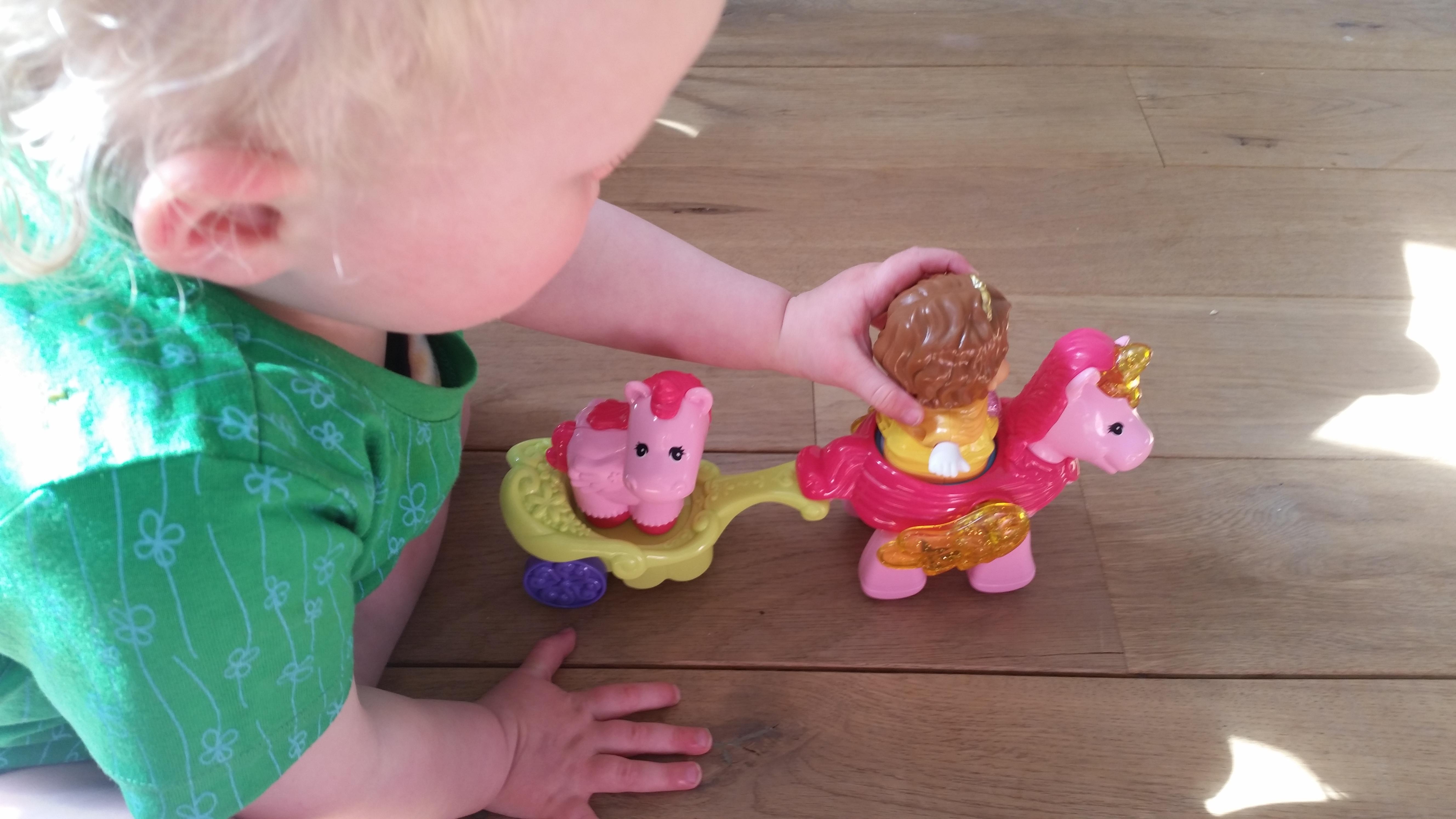5-15-prinses-penny-eenhoorn-vtech-vrolijke-vriendjes-film-cadeau-verrassing-sint-kerst-liedjes-magische-wereld-mama-nanny-amsterdam-voorbeeld