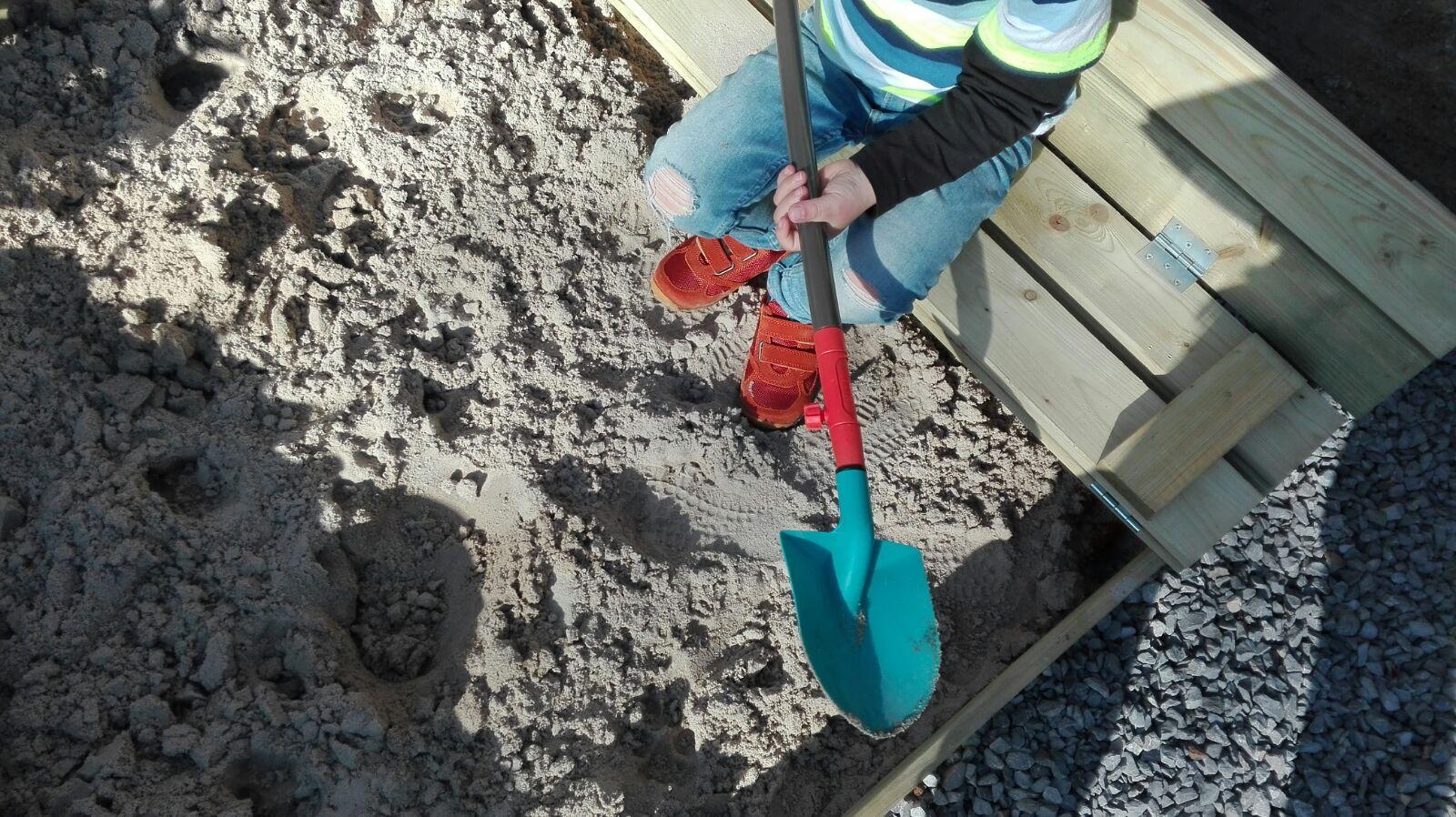 5-16-naturino-schoenen-kleuter-sneakers-oranje-klittenband-goed--mooi-nanny-moeder-amsterdam-blog-review-zandbak