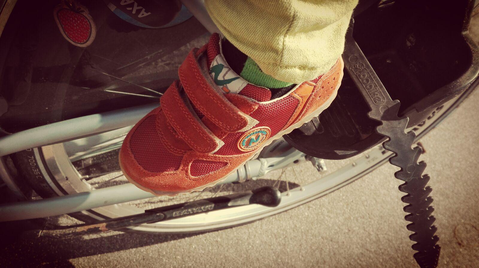 5-16-naturino-schoenen-kleuter-sneakers-oranje-klittenband-goed--mooi-nanny-moeder-amsterdam-blog-review