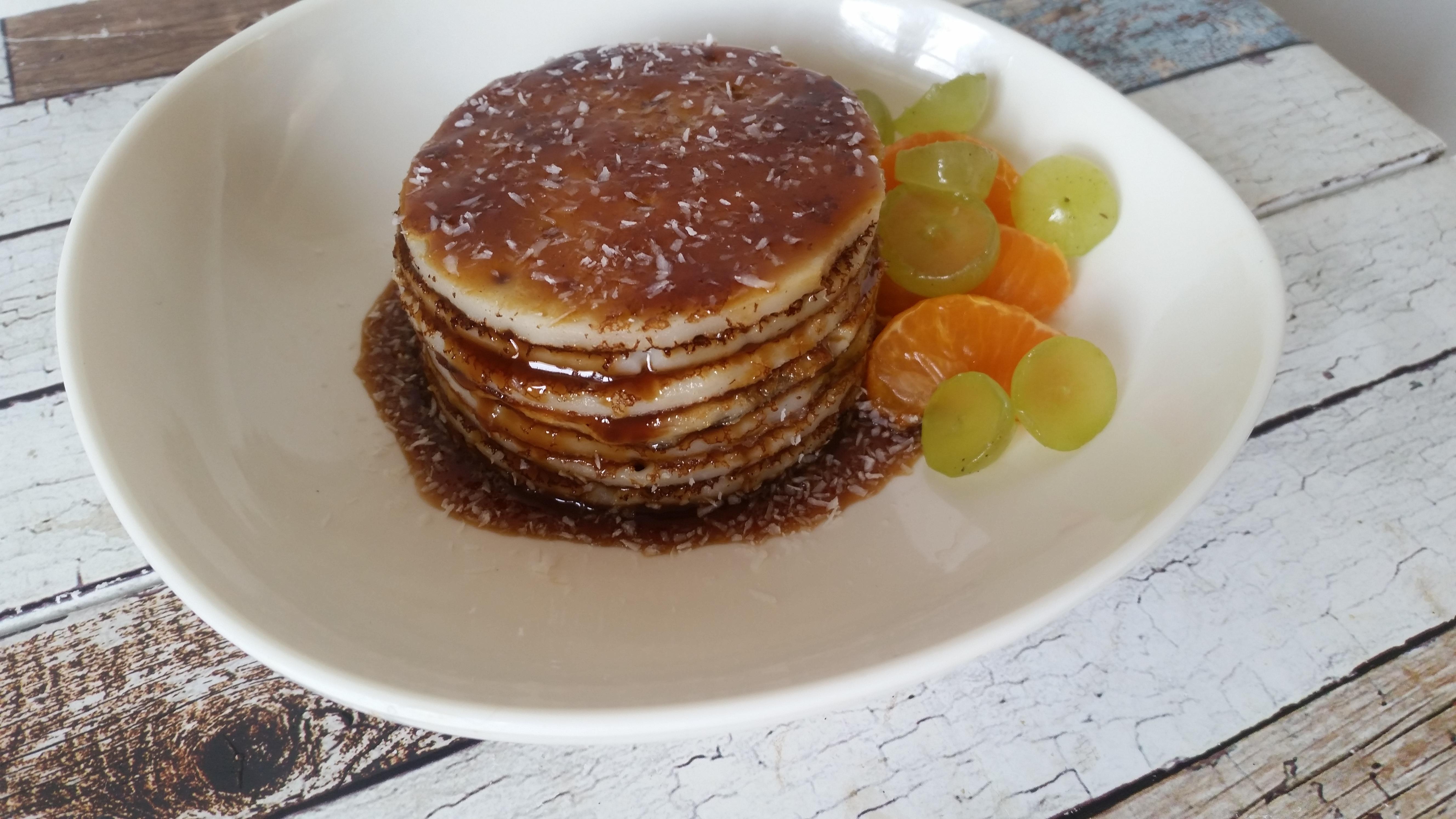 5-16-pannenkoeken-stapel-appelstroop-cocos-kokos-garnering-zonder-melk-zonder-ei-lekker-gezond-snack-ontbijt-lunch-fruit