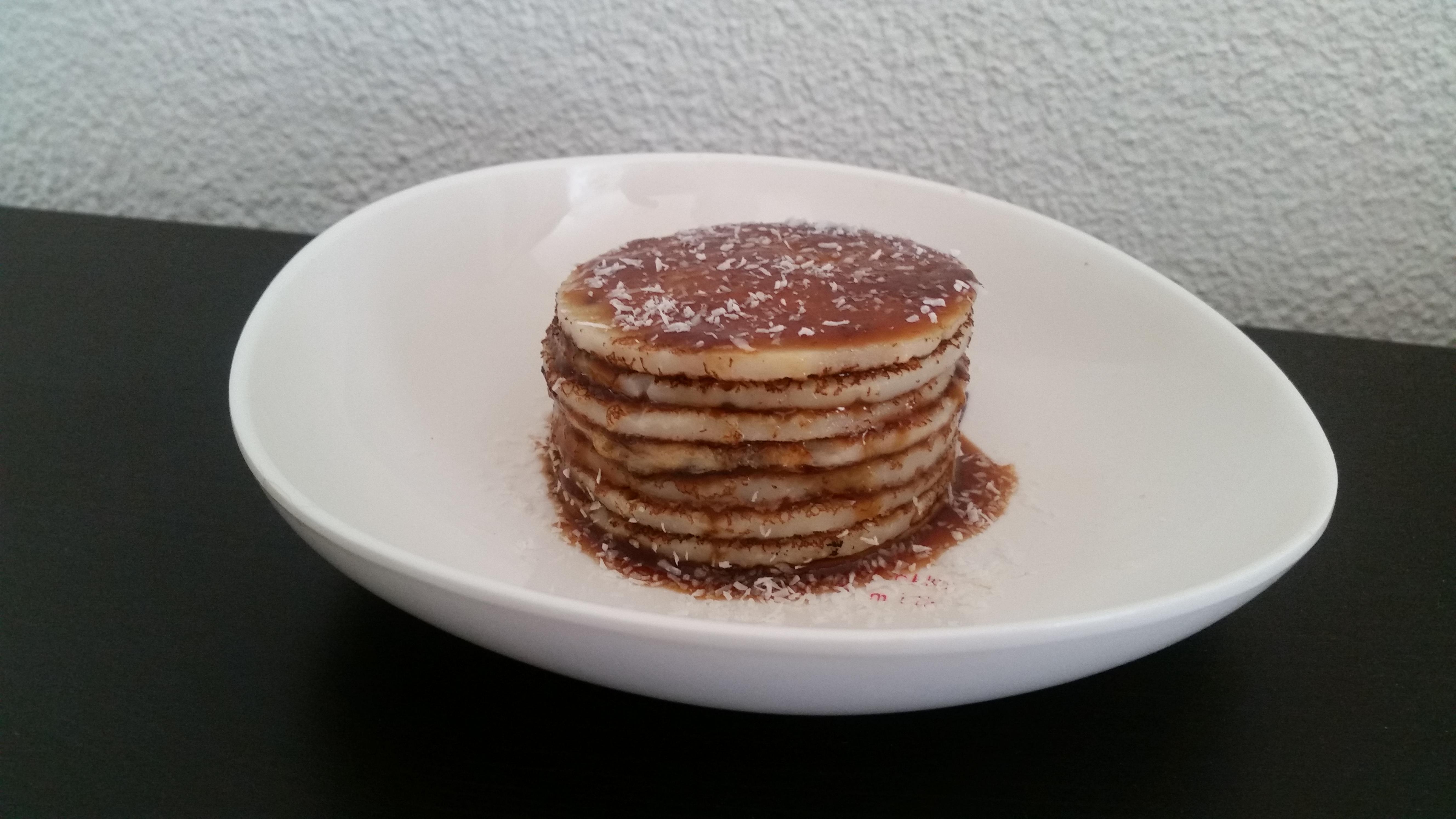 5-16-pannenkoeken-stapel-appelstroop-cocos-kokos-garnering-zonder-melk-zonder-ei-lekker-gezond-snack-ontbijt-lunch-lagen
