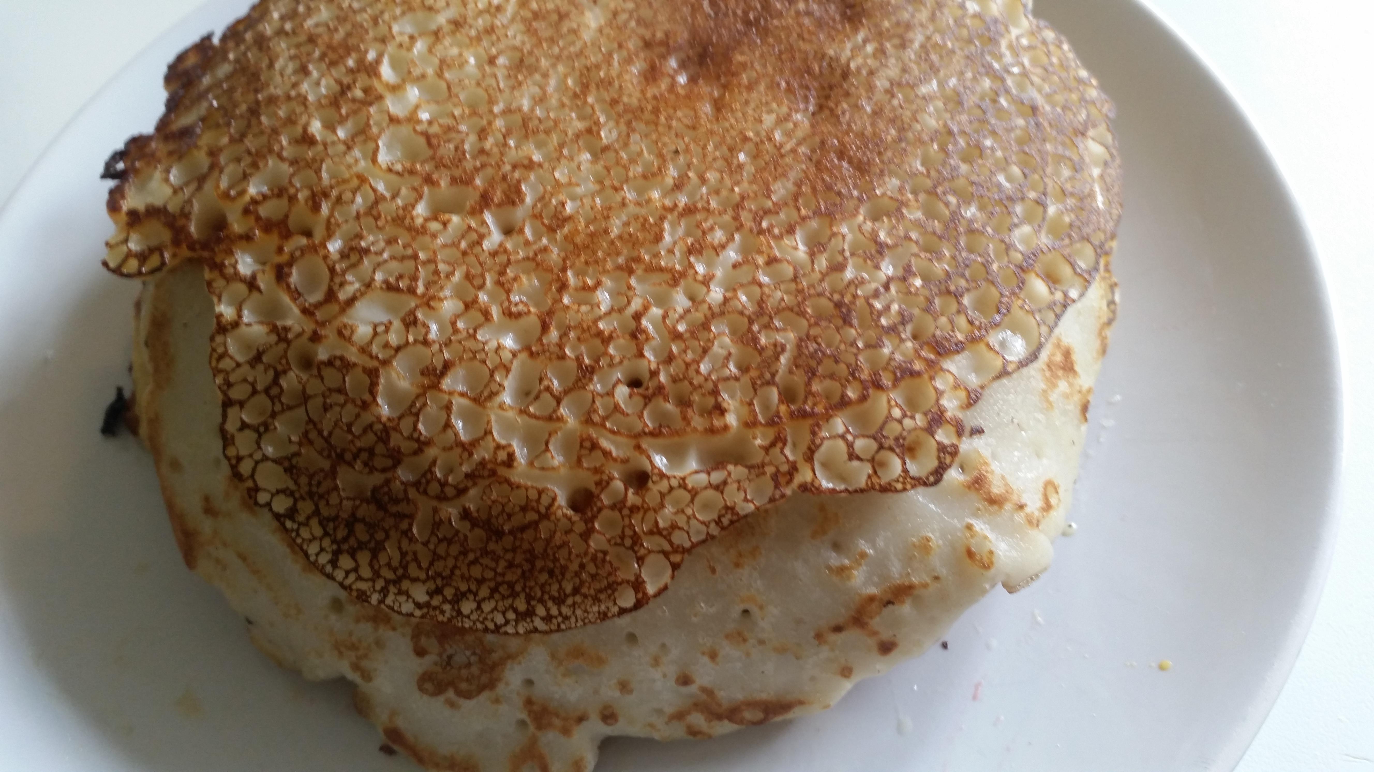 5-16-pannenkoeken-stapel-appelstroop-cocos-kokos-garnering-zonder-melk-zonder-ei-lekker-gezond-snack-ontbijt-lunch