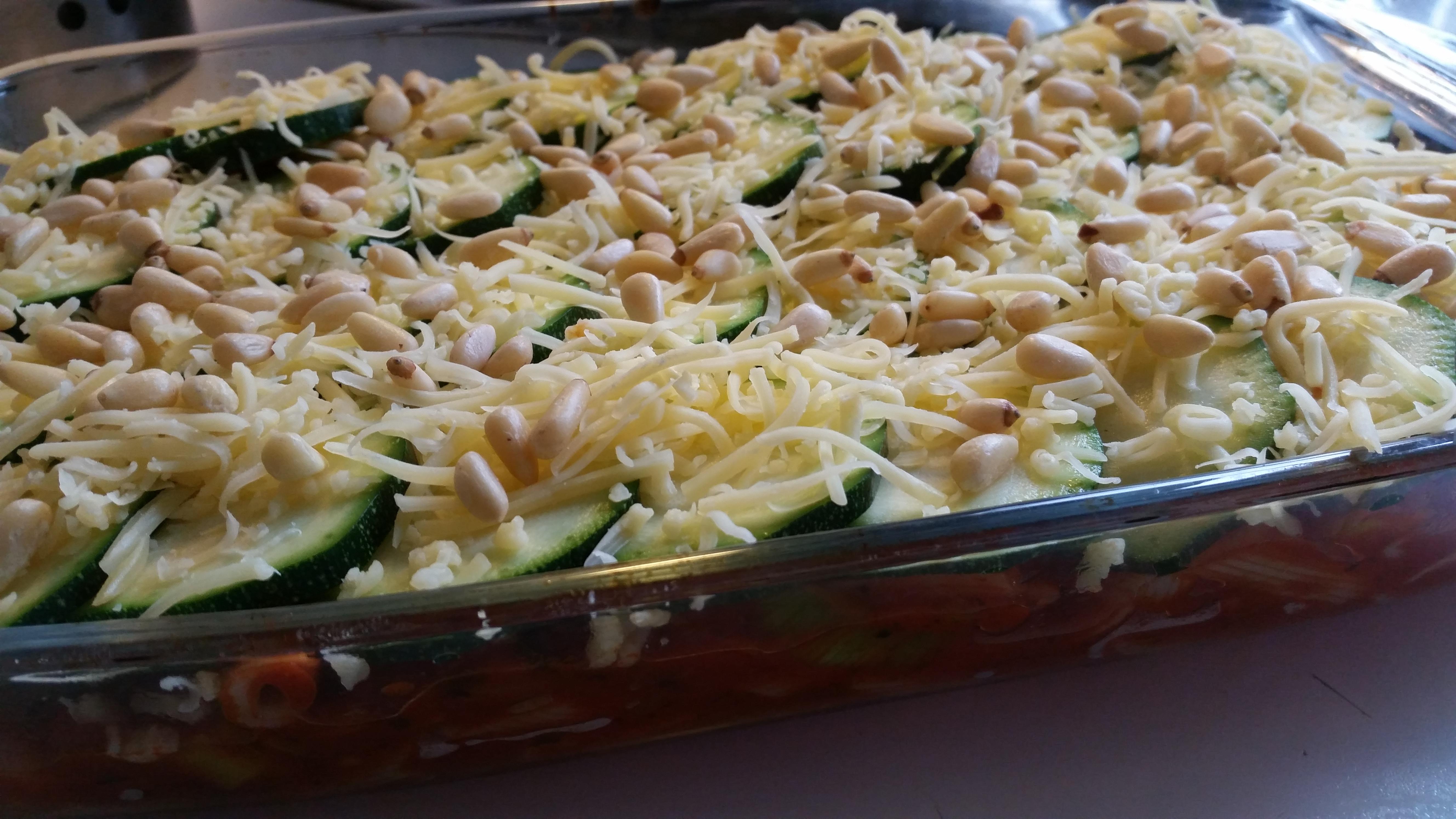 6-16-ovenschotel-lasagne-courgette-pasta-kaas-pastaschotel-pijnboompitjes-tomatensaus-tomaten-kaas-prei-recept-kindvriendelijk-kindje-peuter-oven