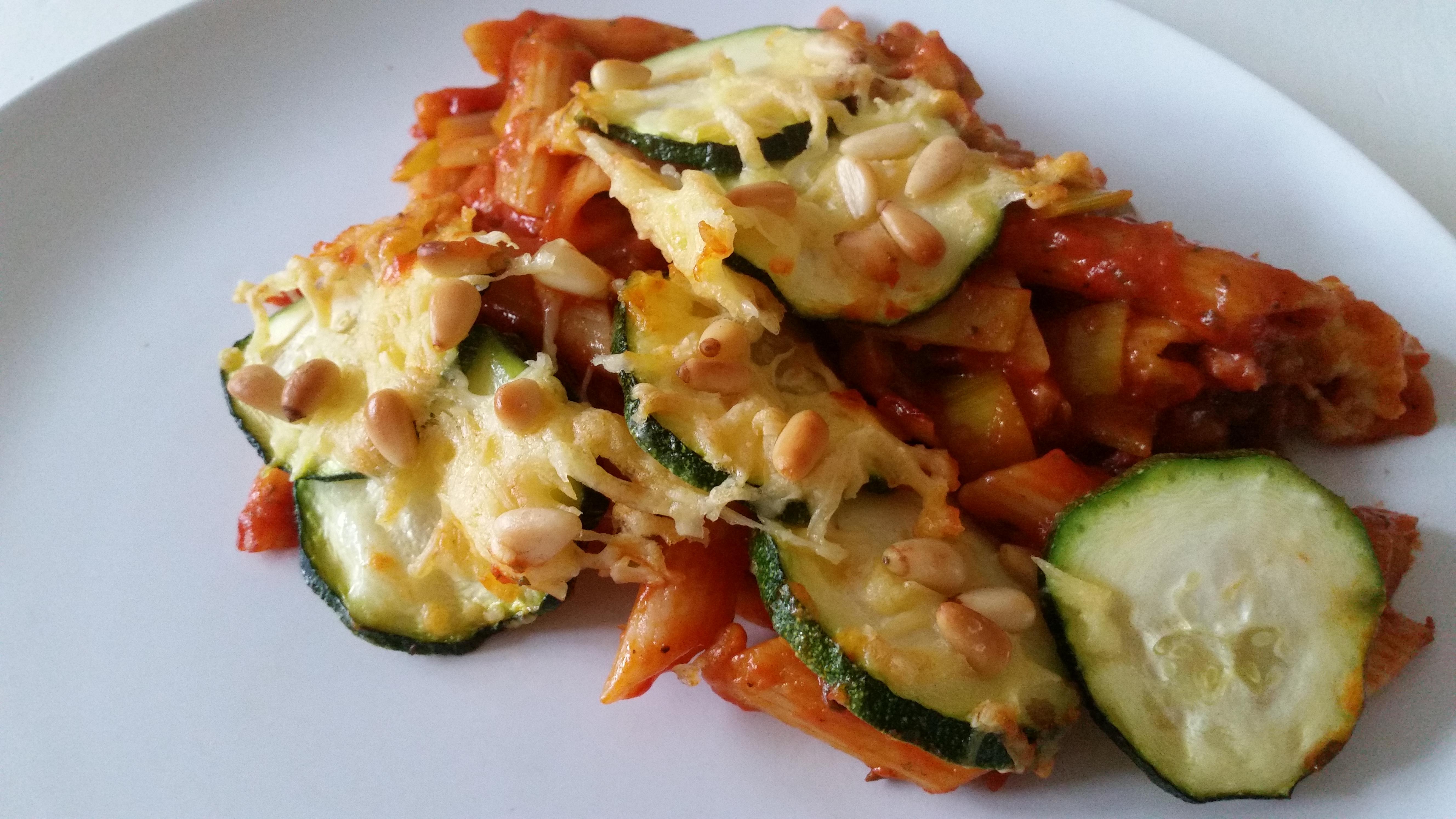 6-16-ovenschotel-lasagne-courgette-pasta-kaas-pastaschotel-pijnboompitjes-tomatensaus-tomaten-kaas-prei-recept-kindvriendelijk-kindje-peuter