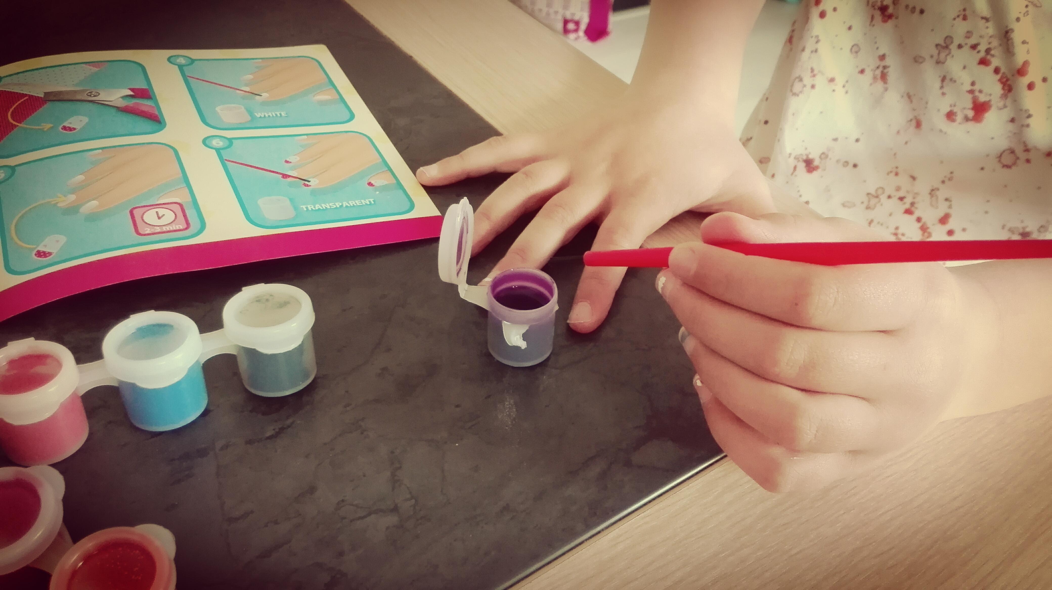 Ses Creative meisjes knutselen nagels versieren nagellak voor kinderen glitters instructieboekje nanny annelon meiden middag lekker friemelen en mooi make4