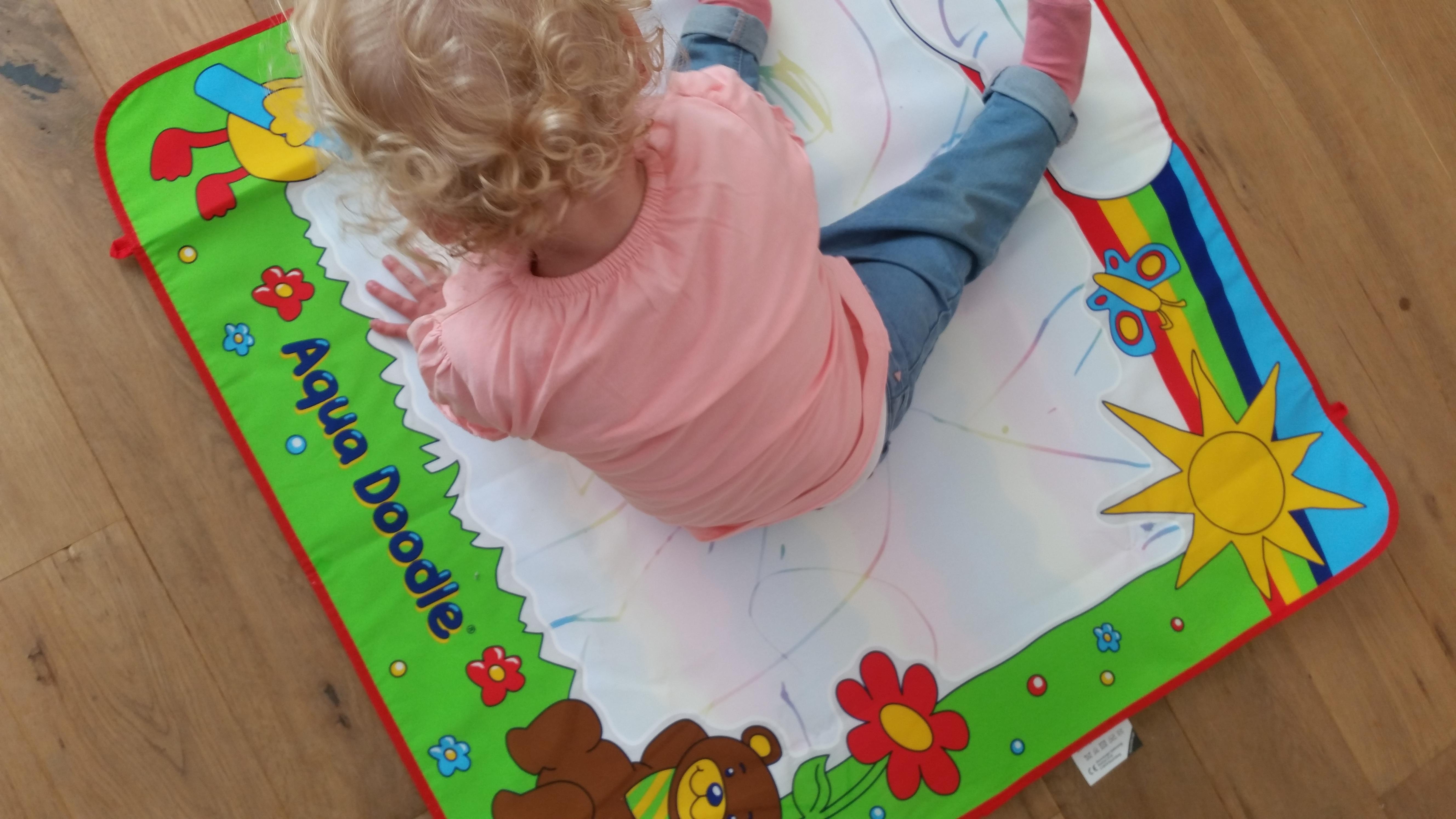 7-16-aqua-doodle-baby-kinderen-kleuren-water-stift-nanny-moeder-amsterdam--ravensburger-boven