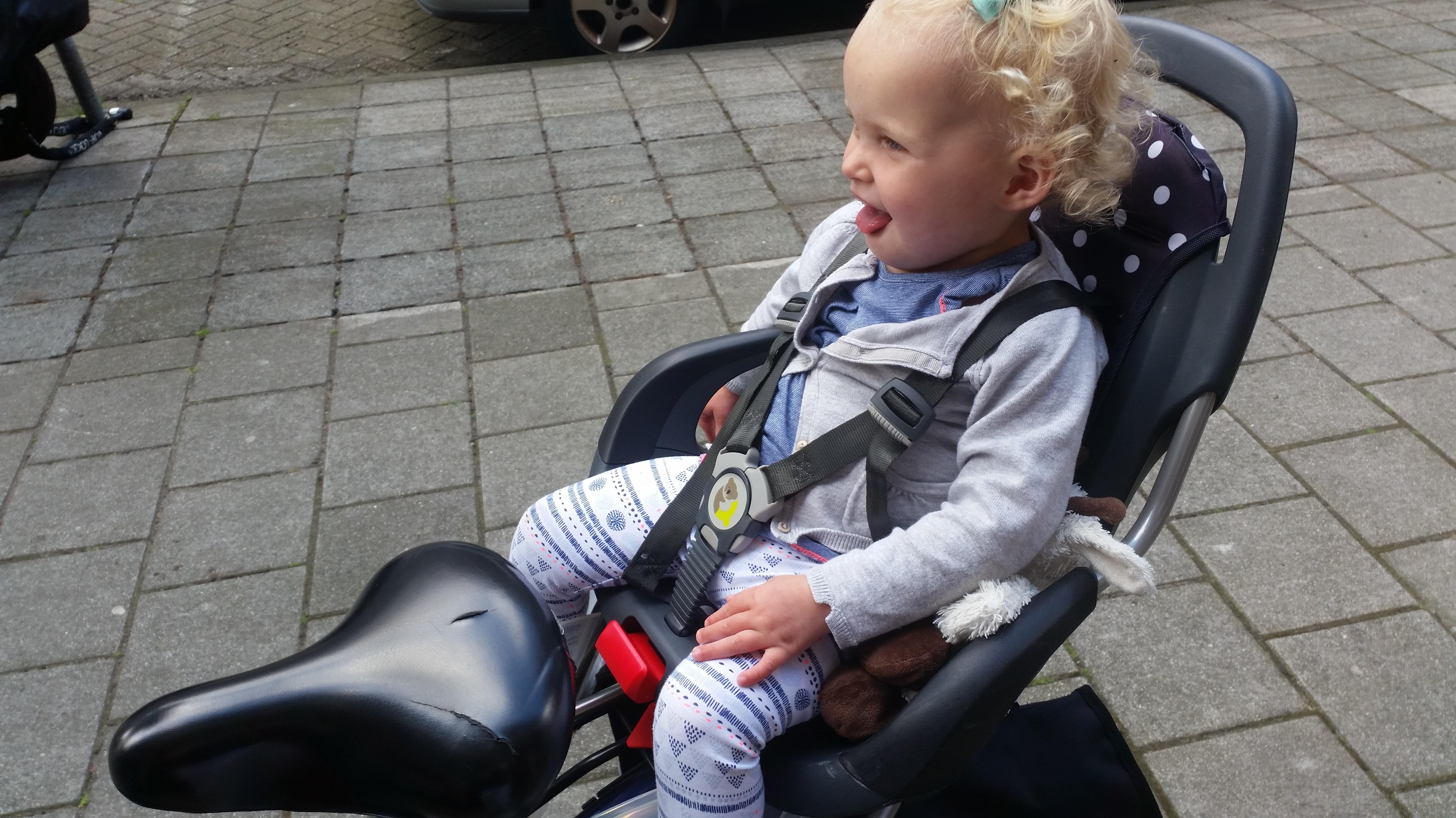 7-16-qibbel-fietszitje-fietsen-baby-kind-fietsstoeltje-achter-ligstand-liggen-slapen-regen-handig-bekleding-mooi-stevig-montage-monteren-nanny-moeder-amsterdam-nola