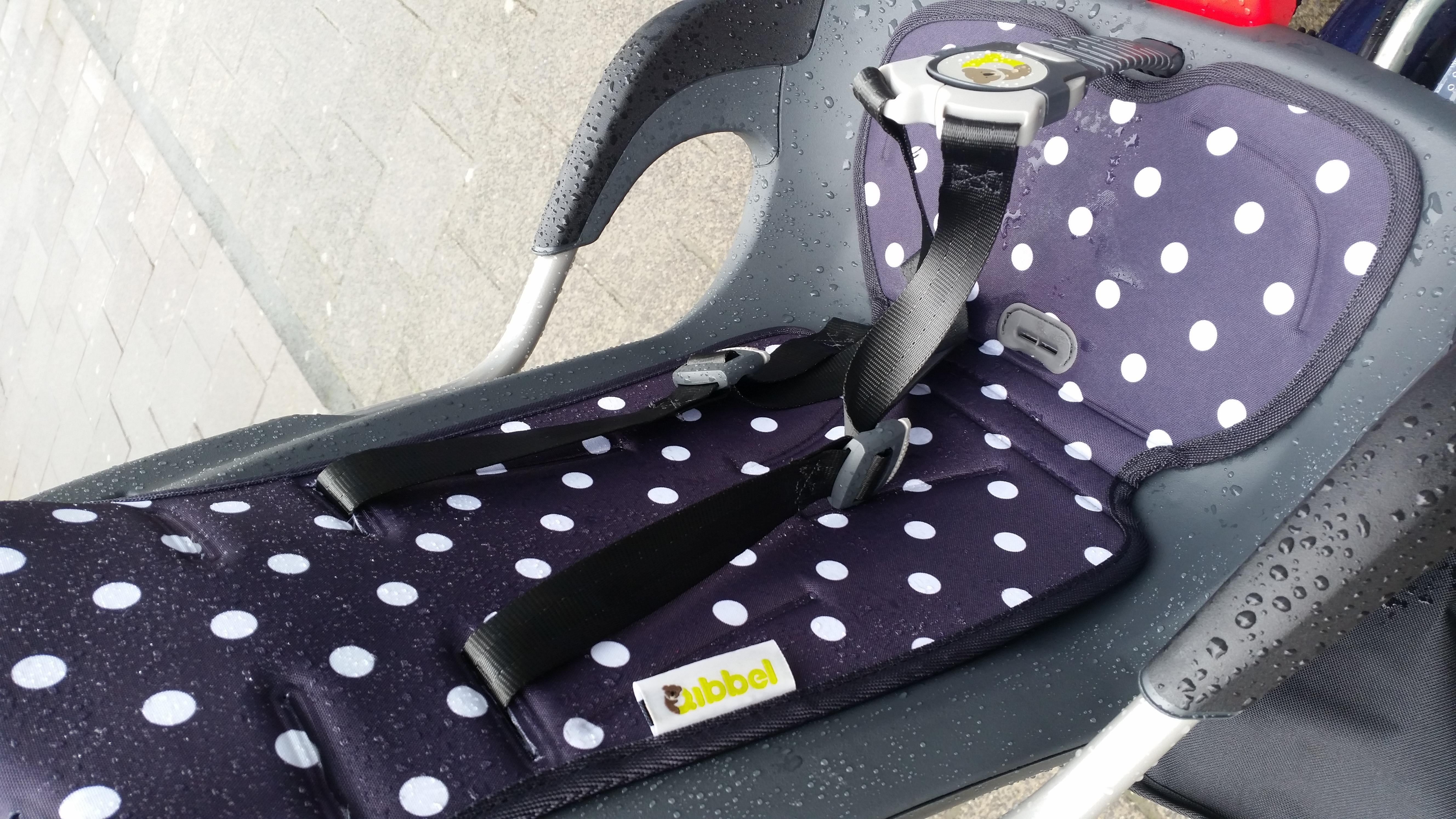 7-16-qibbel-fietszitje-fietsen-baby-kind-fietsstoeltje-achter-ligstand-liggen-slapen-regen-handig-bekleding-mooi-stevig-montage-monteren-nanny-moeder-amsterdam-regent