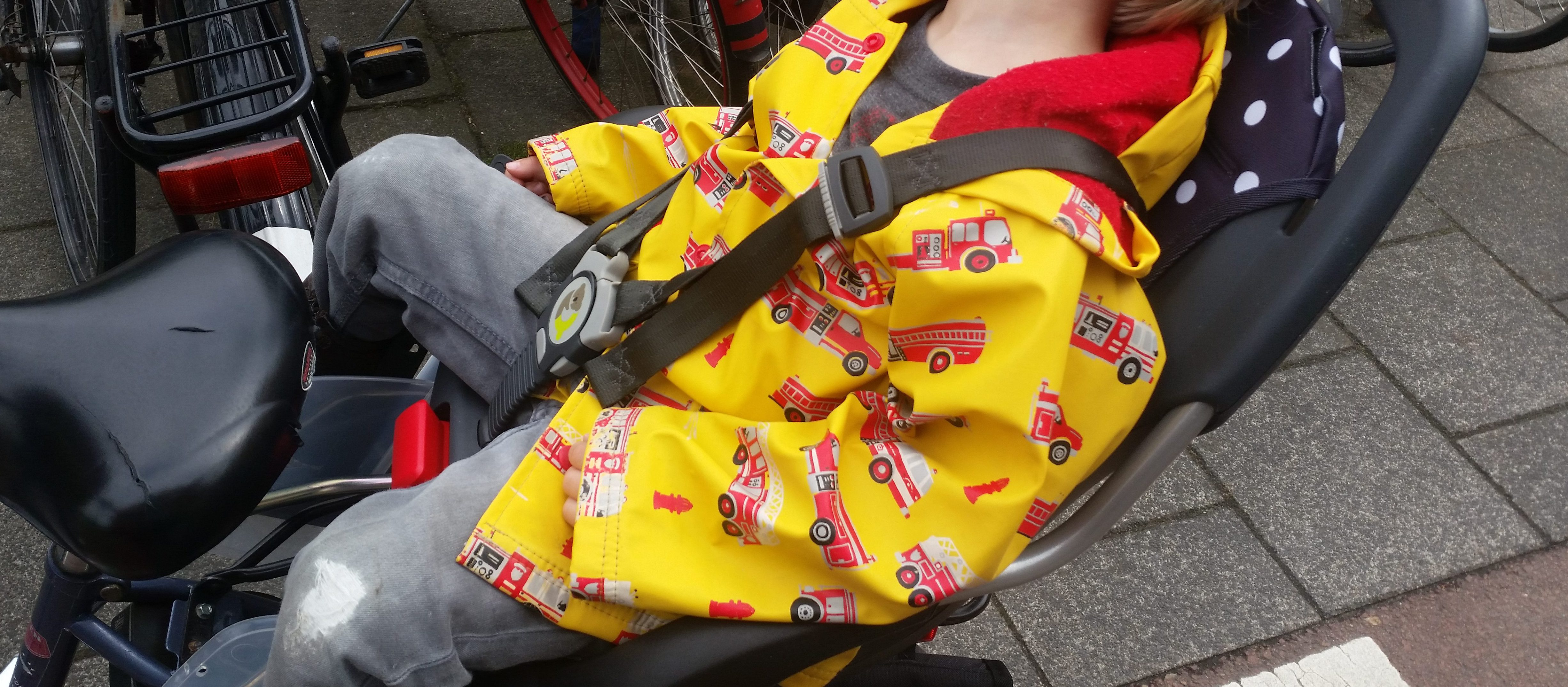 7-16-qibbel-fietszitje-fietsen-baby-kind-fietsstoeltje-achter-ligstand-liggen-slapen-regen-handig-bekleding-mooi-stevig-montage-monteren-nanny-moeder-amsterdam-slapen