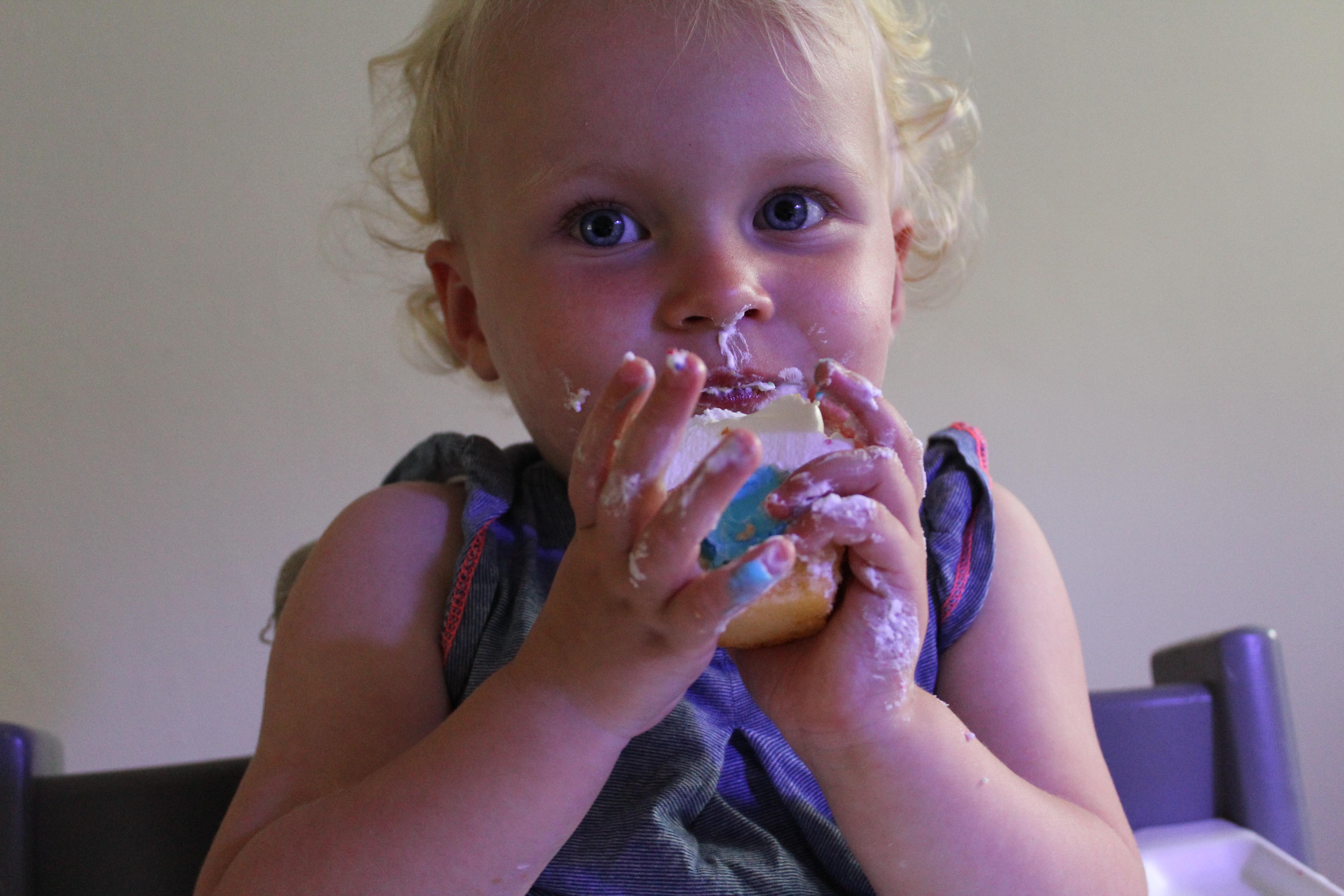 9-16-zwanger-baby-jongen-buik-bijwerkingen-symptomen-zwangerschap-4-maanden-16-weken-buik-gevoel-hormonen-voelen-baby-schopjes-gezicht-echo-blauw
