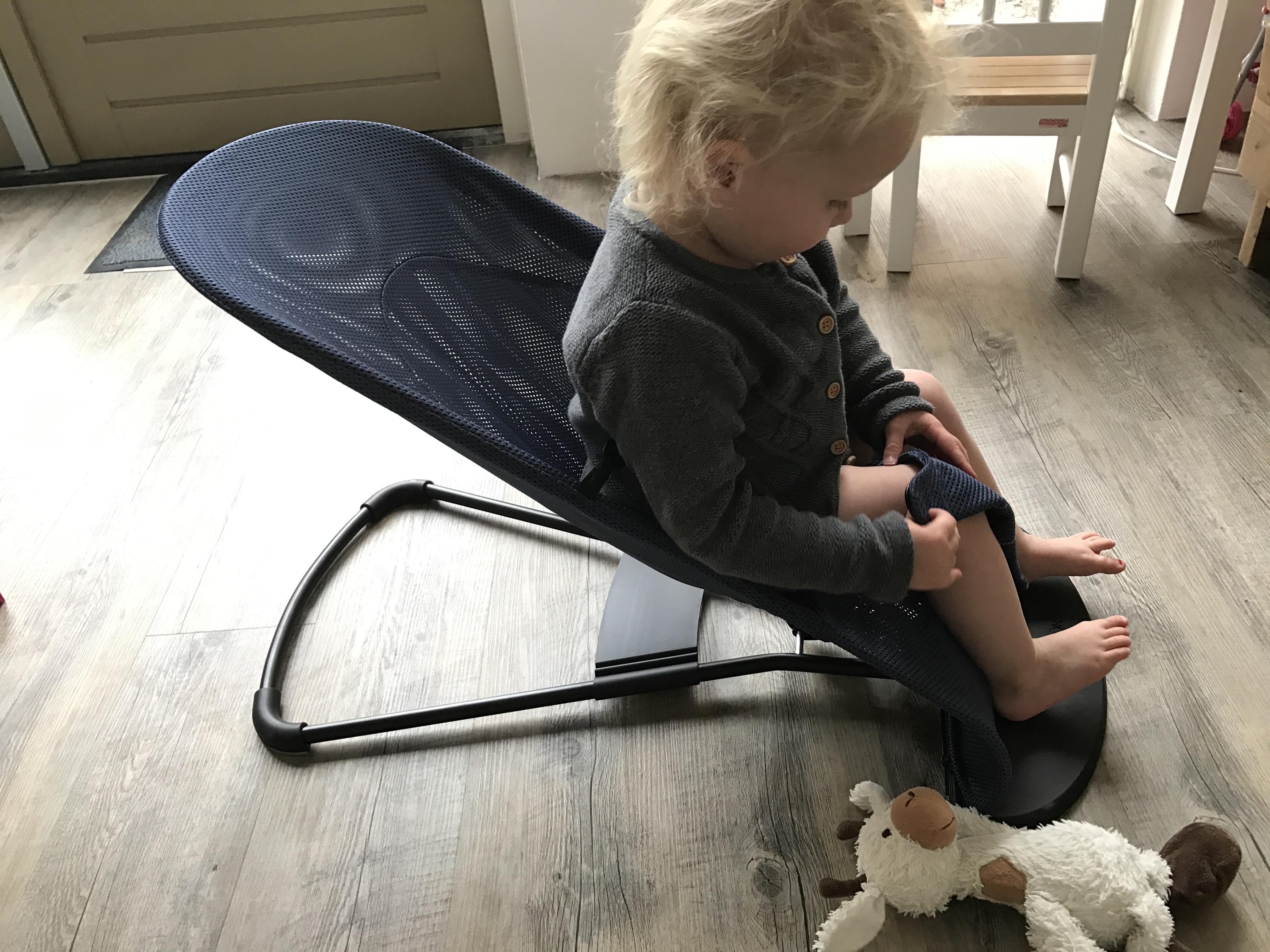 10-17-baby-bjorn-wipstoel-wipstoeltje-ergonomisch-verantwoord-rug-nek-zelf-schommelen-natuurlijk-baby-kind-newborn-twee-jaar-nanny-mama-moeder-blog-tip-ervaring-review-peuter