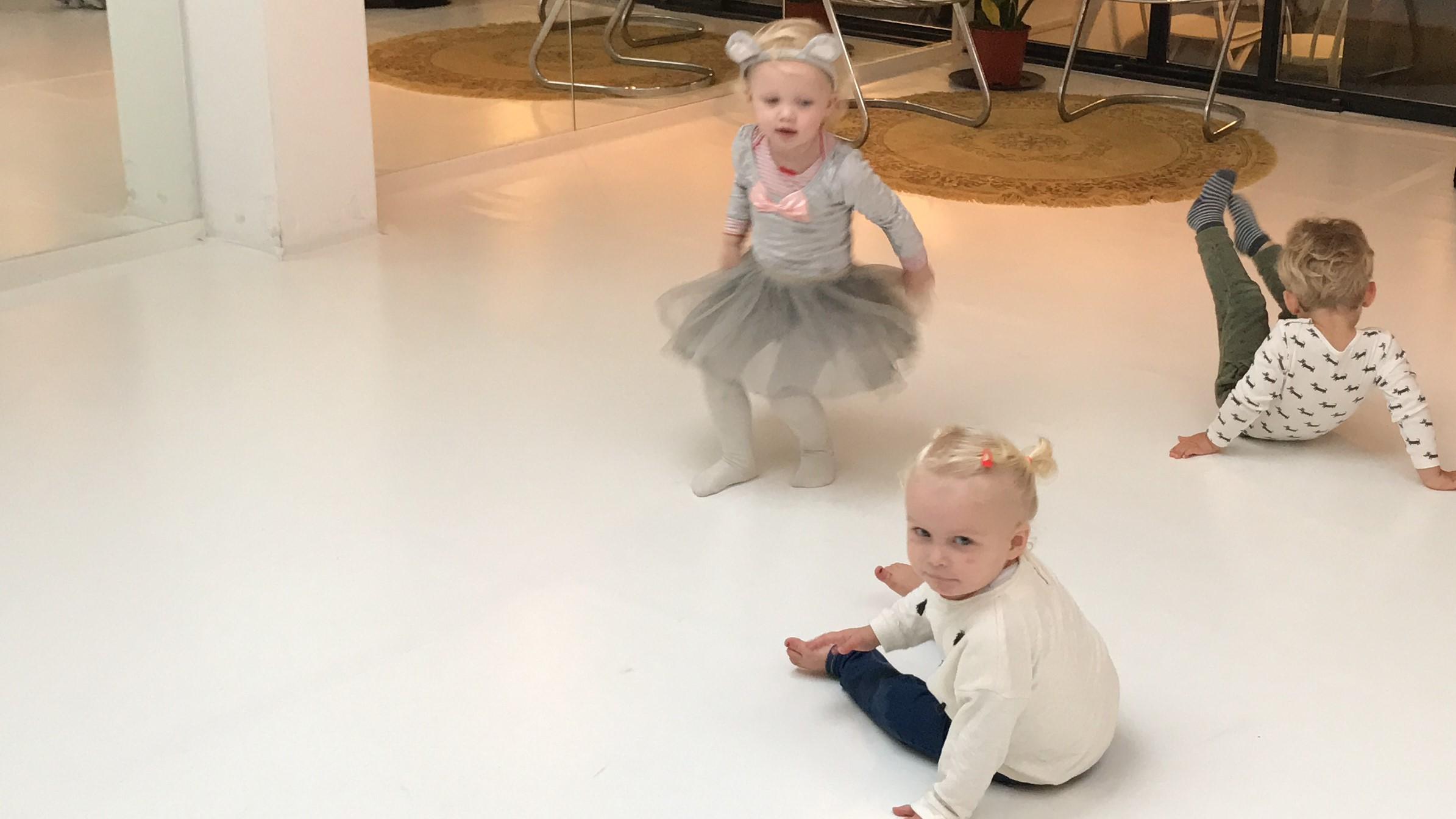 10-17-peuterdans-twee-jaar-2-kinderen-peuter-sport-bewegen-gezond-amsterdam-oost-vrijdag-dinsdag-dansen-dans-kastanje-herfst-baby-activiteit-creativ-haus