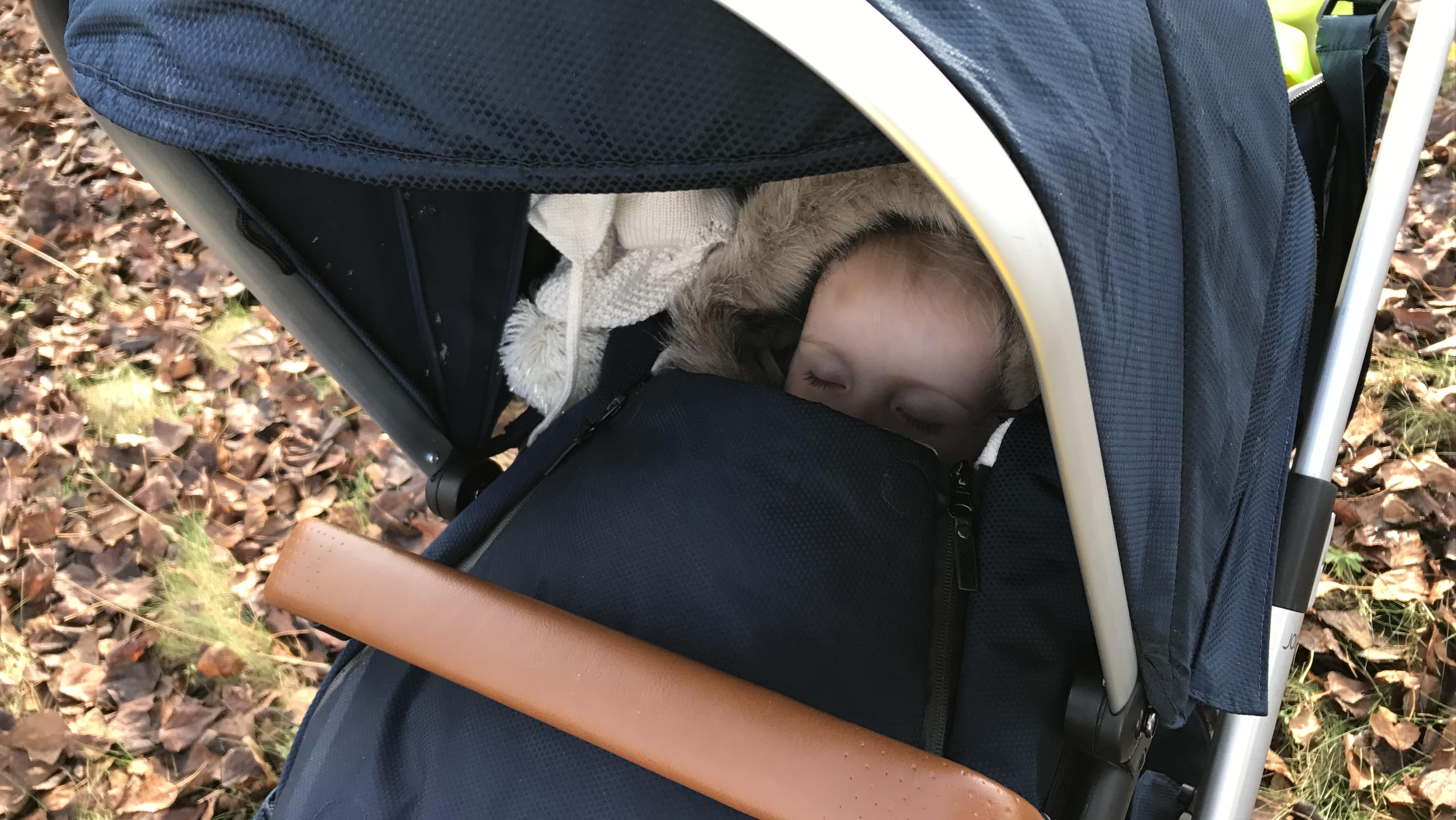 11-16-pech-onderweg-autopechanwb-kinderen-kleine-baby-kind-wat-doen-alarm-uit-de-auto-ervaring-nanny-moeder-amsterdam-slapen